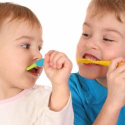 como conseguir que se laven los dientes